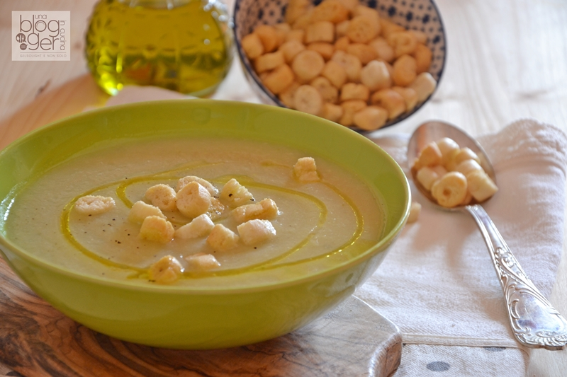 crema di finocchi e scalogni con crostini (1)