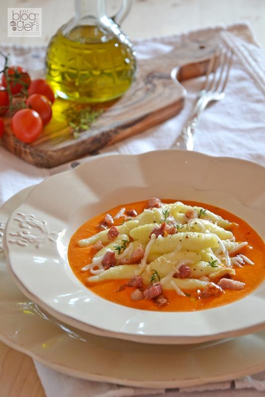 ravioles con crema di datterini pancetta scamorza affumicata e timo (3)