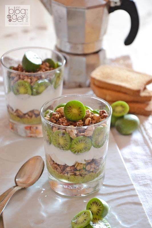 Coppe con muesli cereali e nergi (5)