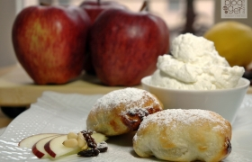 Mini strudel veloci di mele con chantilly