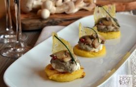 Tartina di polenta con champignon