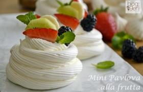 Mini Pavlova alla frutta