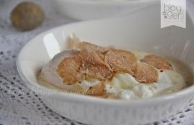 Uovo in camicia su fonduta e tartufo bianco d'Alba