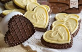 Biscotti al cacao con cioccolato bianco