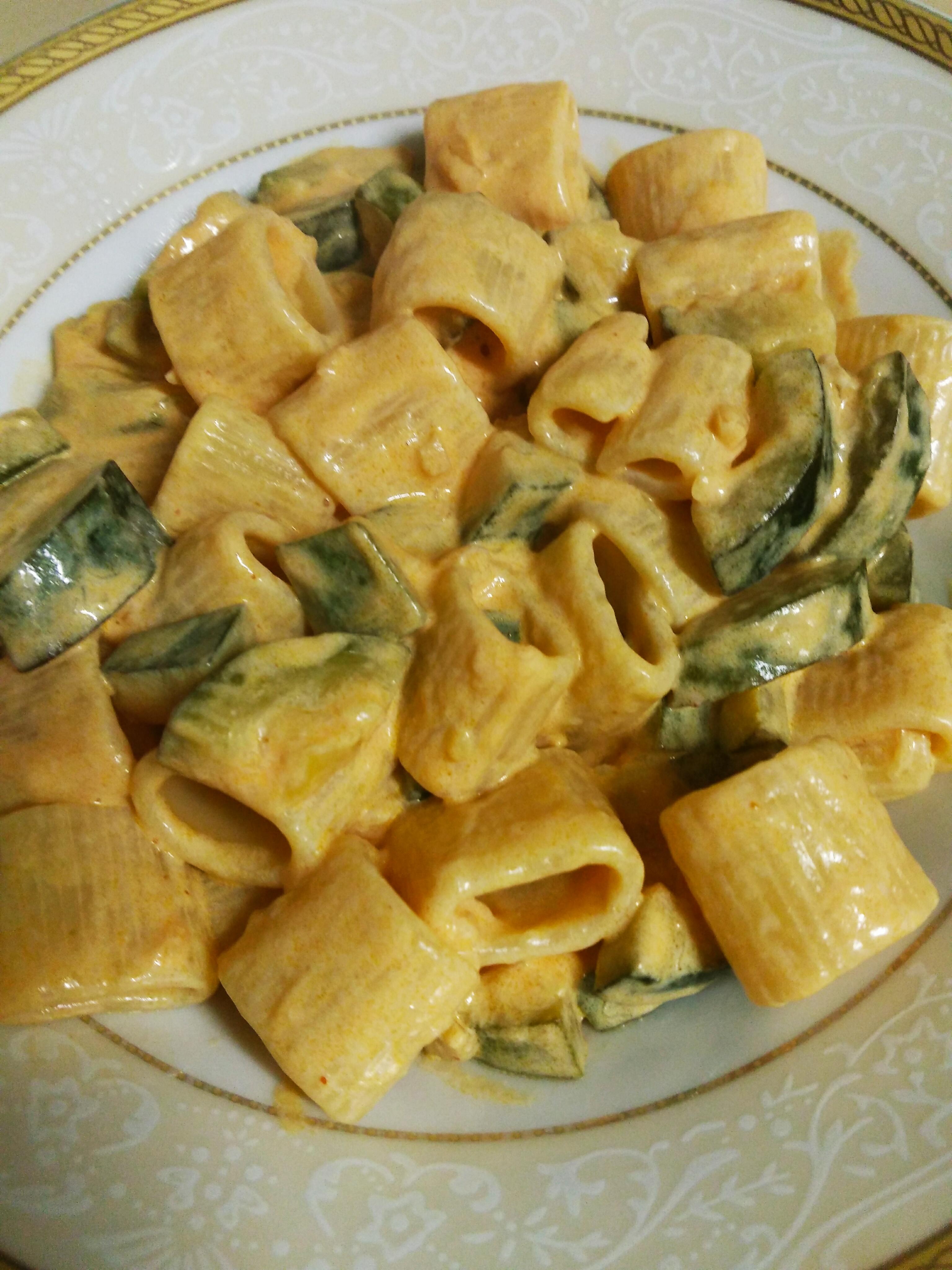 Cosa Fare A Pranzo primo piatto pasta con panna e zucchine