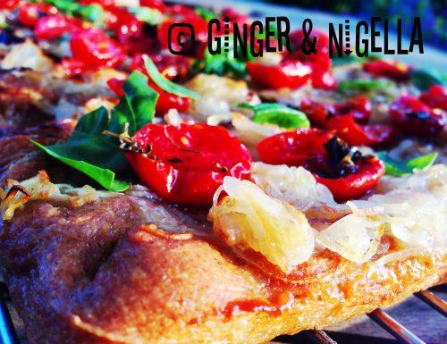 Pizza di Enkir (farro monococco) con doppia cipolla e pomodori confit. (Stile Bonci)