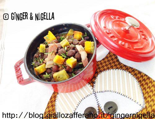 Zuppa di Cece nero Bio con pancetta e crostini di pane a lievitazione naturale profumati con curcuma e spinaci.