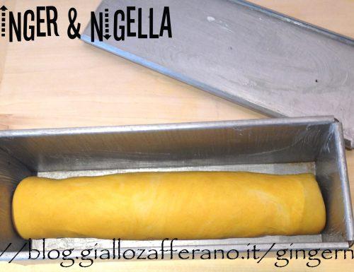 Pane in cassetta a lievitazione naturate profumato con curcuma e spinaci.