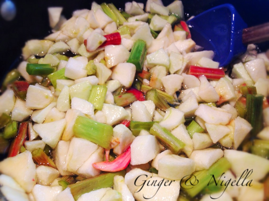 Marmellata di rabarbaro, mele e Gewürztraminer,ferber