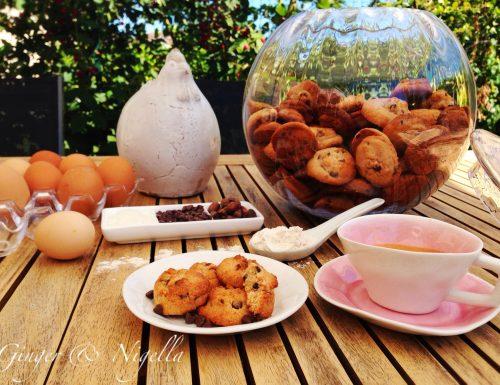 Cookies con cioccolato fondente e crue di cacao
