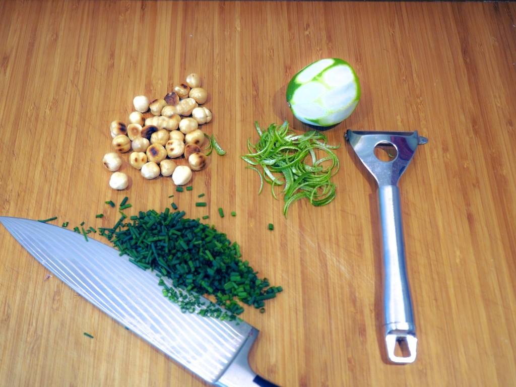 Fagiolini, fagiolini meraviglia, taccole, olio di nocciola, cucina vegetariana, vegetariano, contorno, verdure, arancio, lime, nocciola, Yotam Ottolenghi, The Cookbook