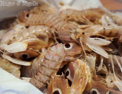 Cicale di mare profumate alla paprika.