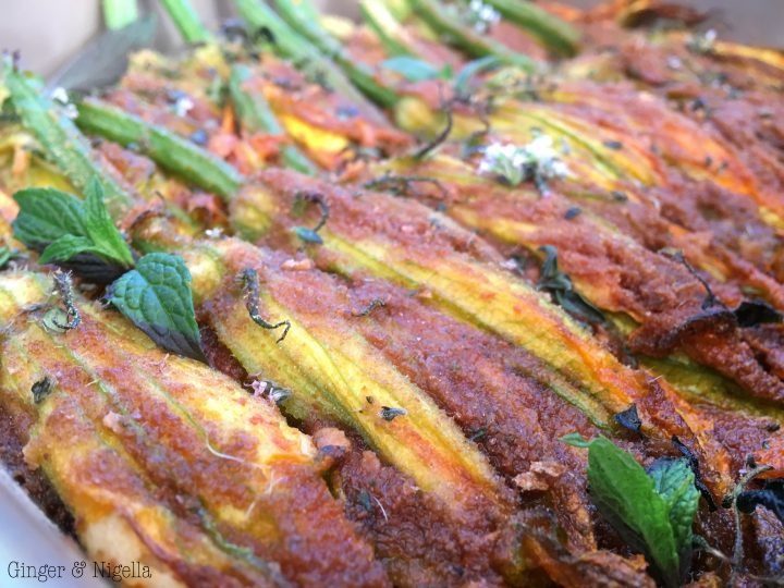 Fiori di zucca farciti con ricotta di Seirass, prosciutto cotto e mentuccia ( Caponet, cotti al forno)