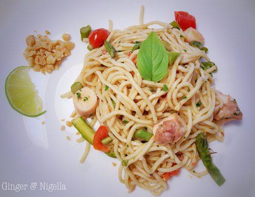 Thai noodles: i piccoli piaceri di profumi lontani conditi con prodotti locali.