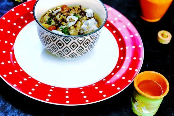 Zuppa autunnale di legumi calda e saporita.