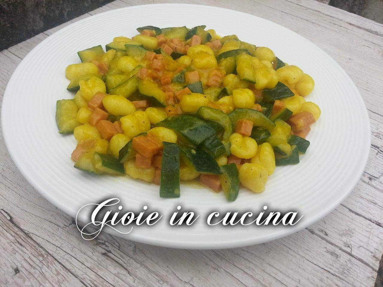 Gnocchi zucchine e cotto allo zafferano