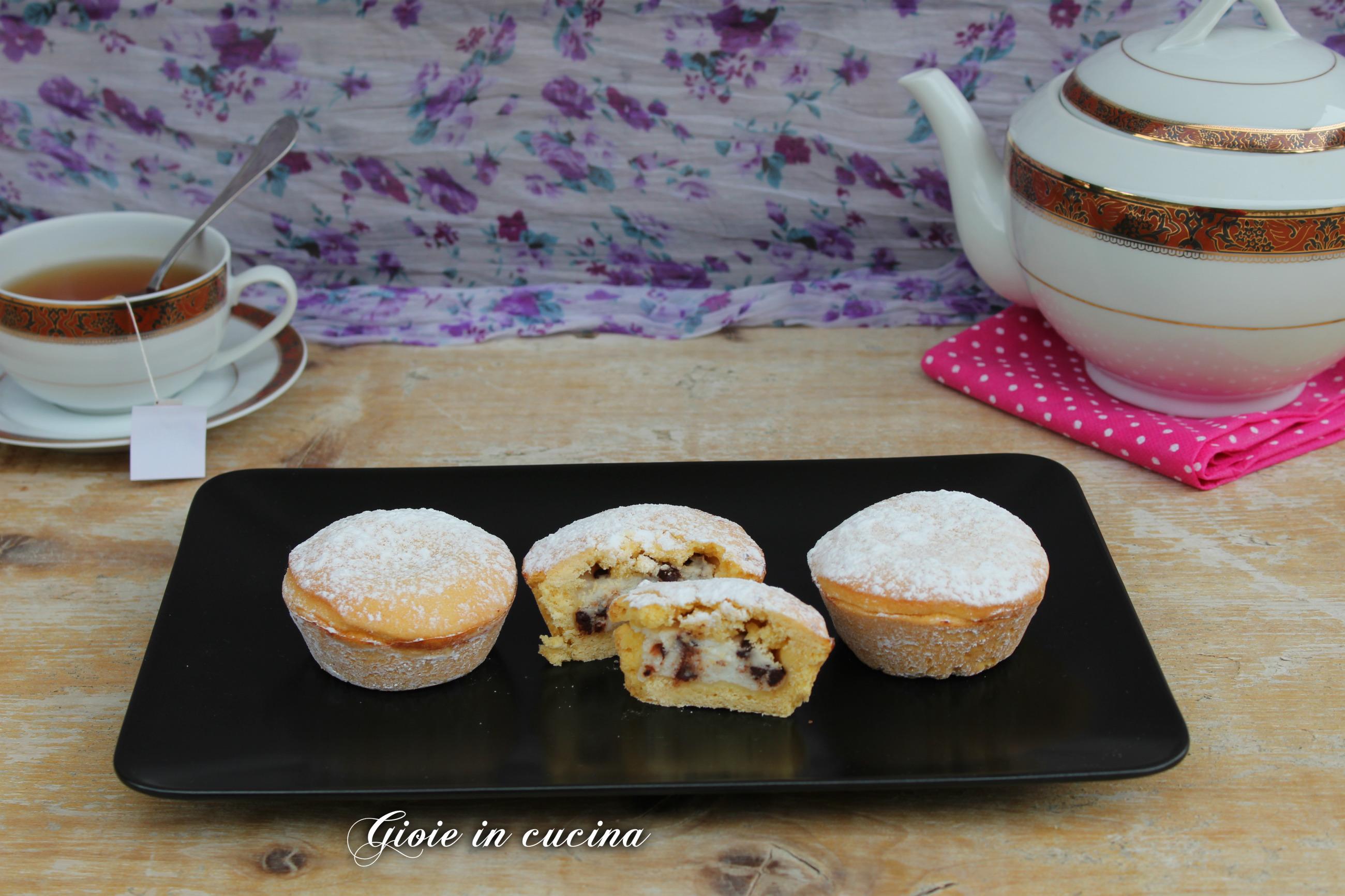 Muffin di pasta frolla con ricotta e cioccolato