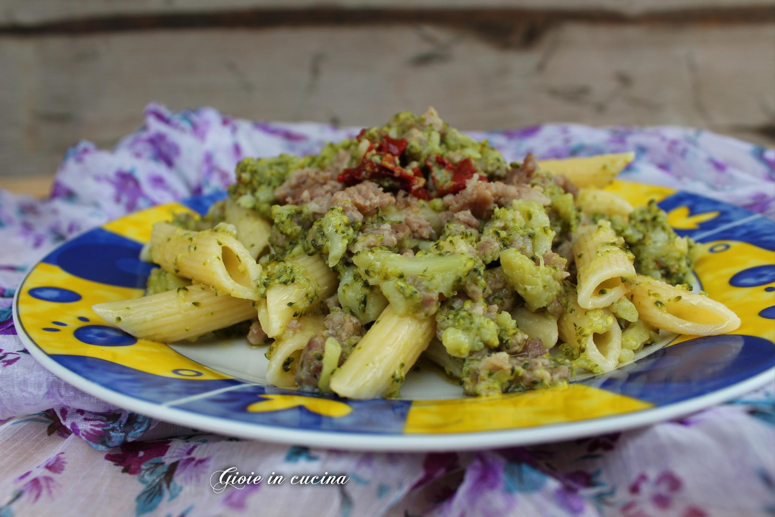 Pasta con broccoli e salsiccia | Gioie In Cucina