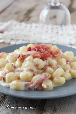 Gnocchetti cremosi con gorgonzola e speck