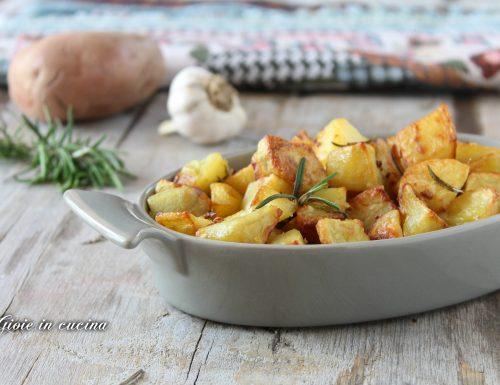 Patate all'aglio e rosmarino al forno
