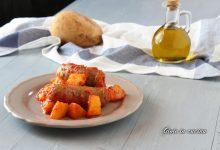Salsicce e patate al sugo