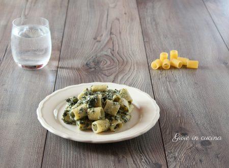 Pasta con spinaci e robiola