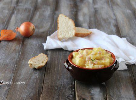 Patate cremose con pancetta e cipolla
