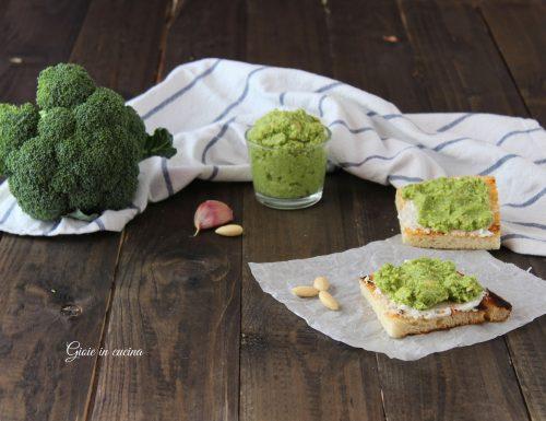 Bruschette con pesto di broccoli