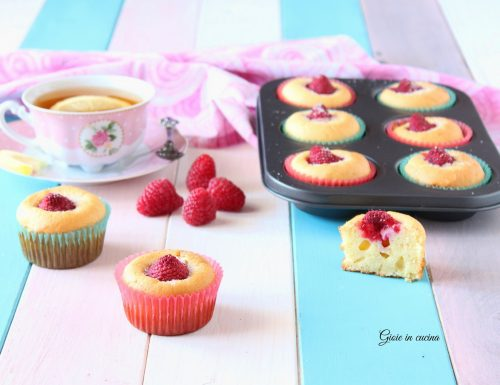 Muffin soffici con ricotta e lamponi