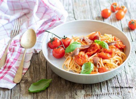 Pasta con pomodorini e alici