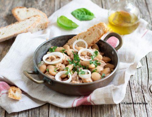 Insalata di fagioli con tonno e cipolla