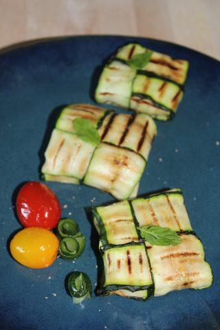 Fagottini di zucchine con feta, tonno