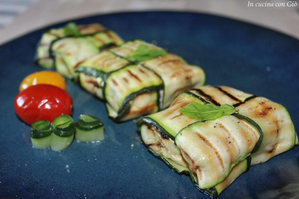 Fagottini di zucchine con feta, tonno e capperi