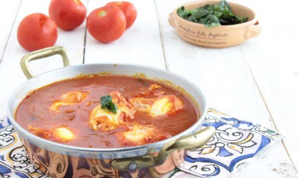 Uova al pomodoro ( ova 'nta sassa )