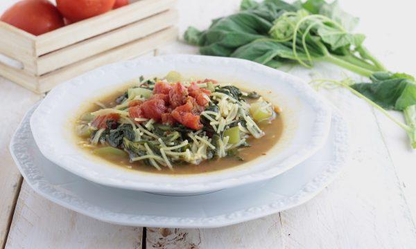 Pasta con tenerumi e zucchina, piatto Siciliano