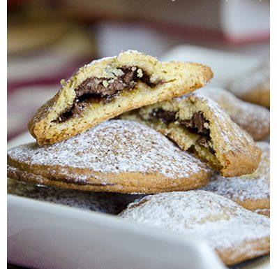 Biscotti ripieni banana e nutella, ricetta dolce.