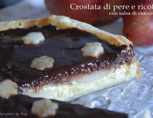 Crostata di pere e ricotta con salsa di cioccolato