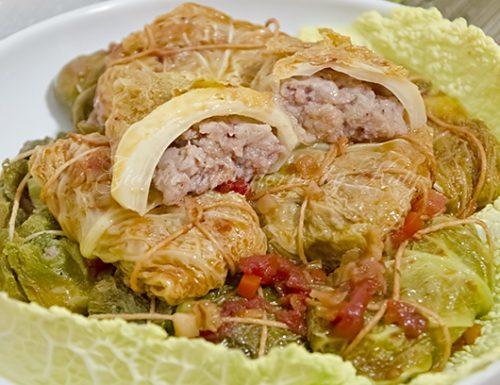 Fagottini di verza con salsiccia e patate