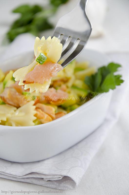 farfalle con salmone e zucchine