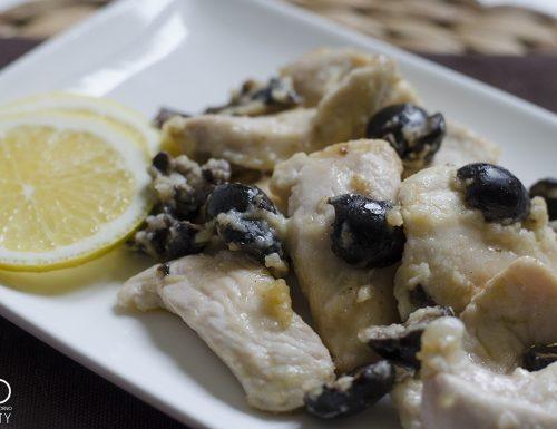 Pollo al limone e olive nere