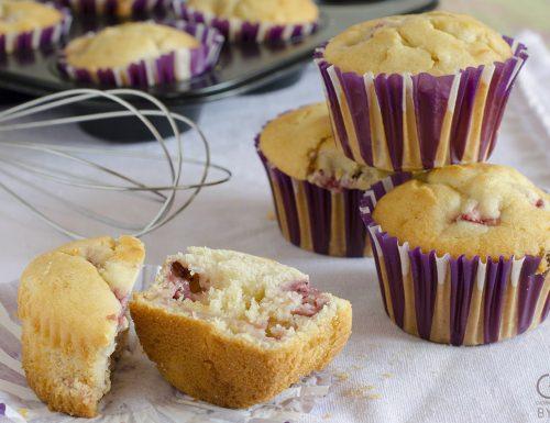 Muffins alle fragole e cioccolato bianco