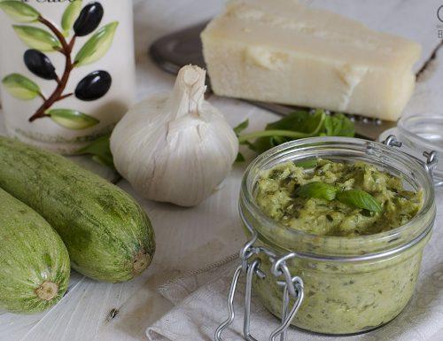 Pesto di zucchine con e senza Bimby