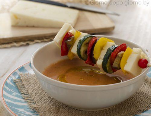 Spiedini di verdure con Asiago DOP e gazpacho
