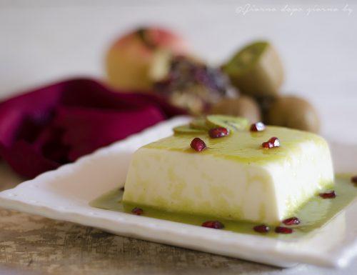 Panna cotta con salsa di kiwi e melagrana