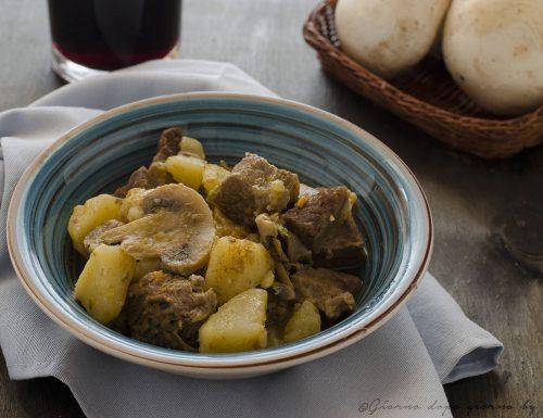 Spezzatino di vitellone con patate e funghi