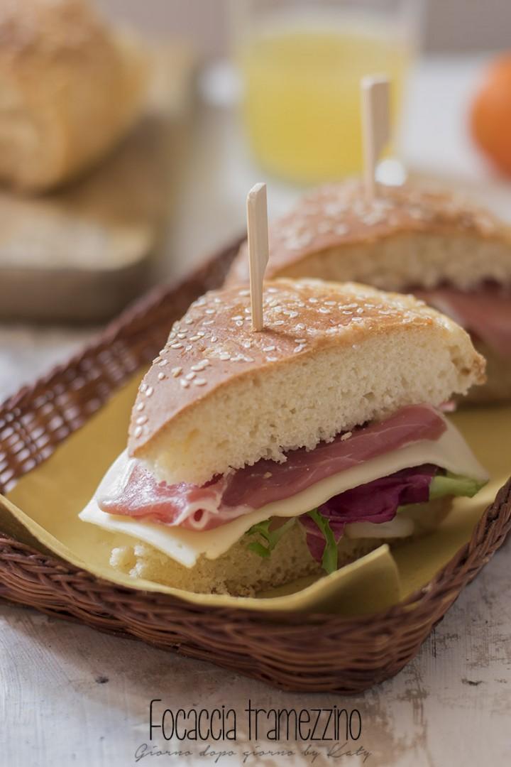focaccia tramezzino ricetta lievitato per realizzare panini e snack. Procedimento con e senza Bimby