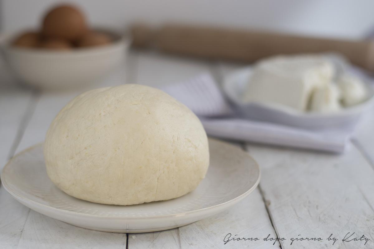 Ricetta base della pasta frolla alla ricotta, ricetta leggera. Procedimento con e senza bimby