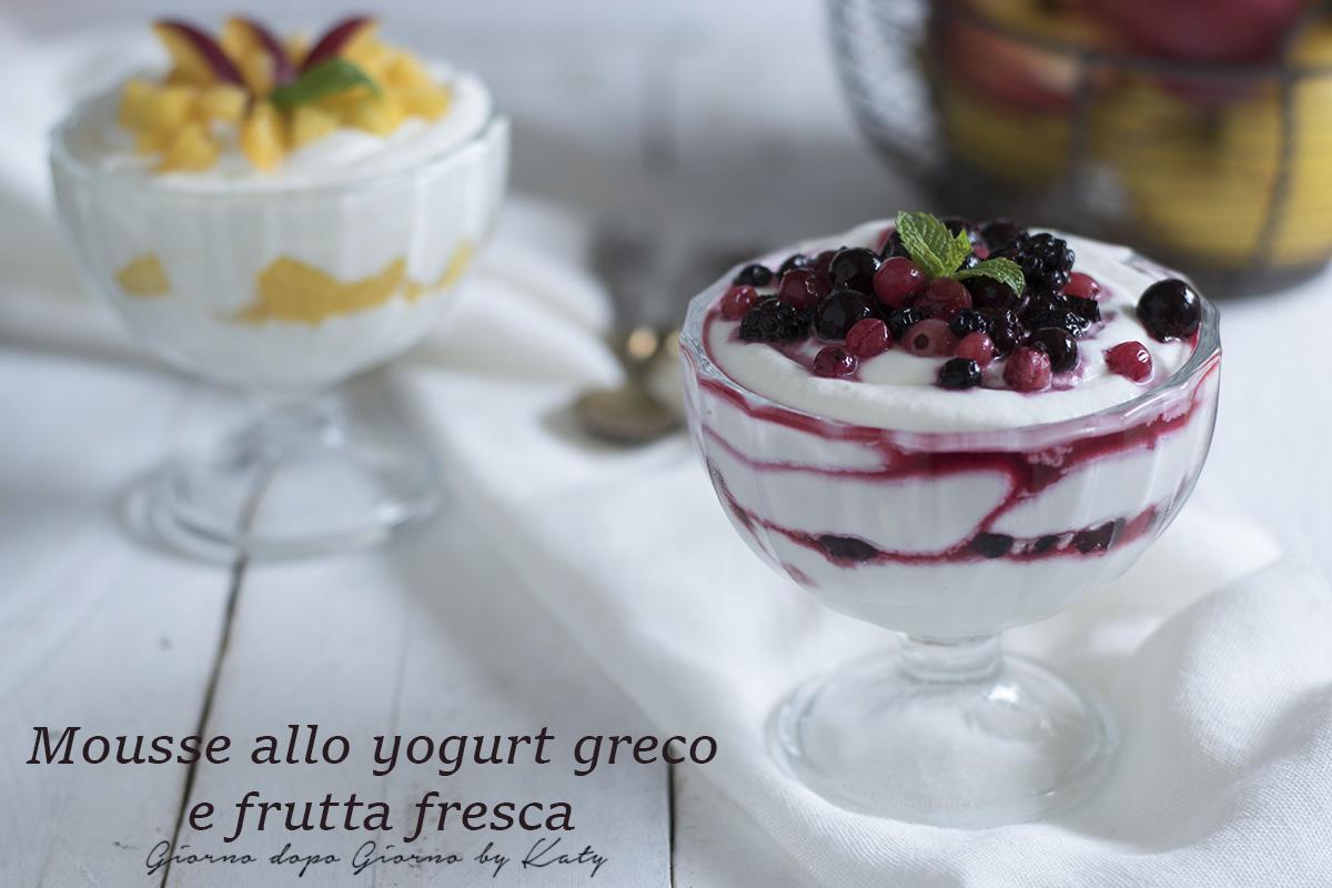yogurt greco e frutta fresca dolce al cucchiaio fresco