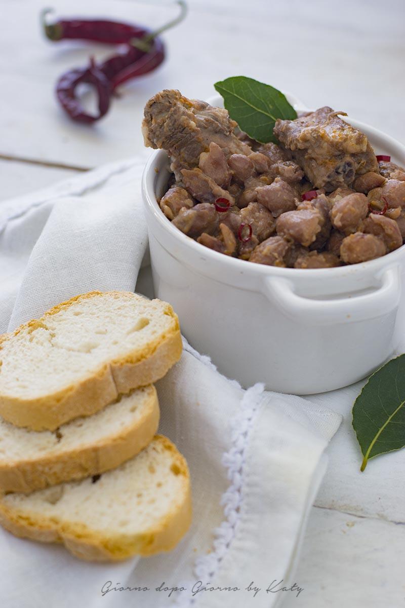 costine di maiale con fagioli ricetta marchigiana rustica