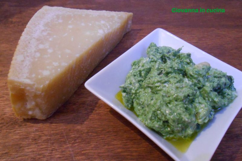 Pesto di spinaci con lo yogurt